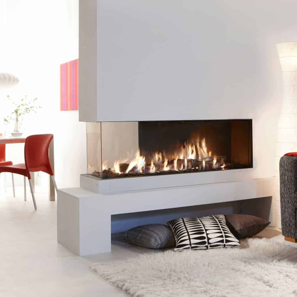 A wide corner fireplace that lets you design your room however you wish. The flue gas outlet is on the side